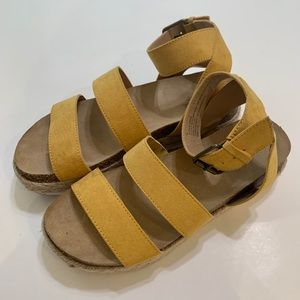Universal Thread Yellow Espadrille Sandals Size 6